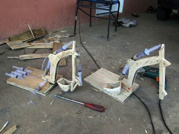 Protótipo de escavadeira feita em Palmas funciona com a água das seringas (Foto: Wesley Pereira de Souza/Arquivo Pessoal)