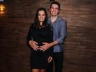 Mônica Carvalho anuncia gravidez em estreia de peça em São Paulo