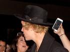 Beijos calorosos? Justin Bieber exibe marcas no pescoço