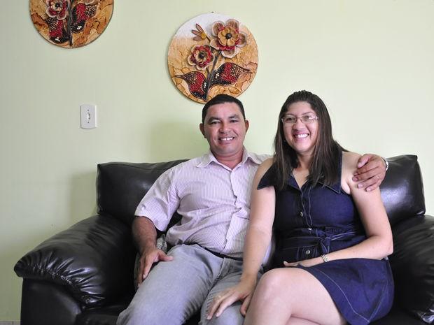 Gerente de gráfica pediu alagoano em casamento por telefone; casal está junto há 12 anos (Foto: Dhiego Maia/G1)