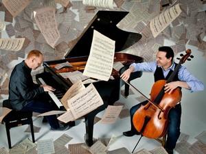 O pianista Jon Schmidt e o violoncelista Steven Sharp Nelson, da banda The Piano Guys (Foto: Divulgação)