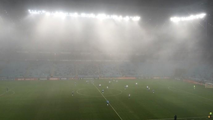 Grêmio x Cruzeiro, Arena, Brasileirão, neblina (Foto: Eduardo Moura / GloboEsporte.com)