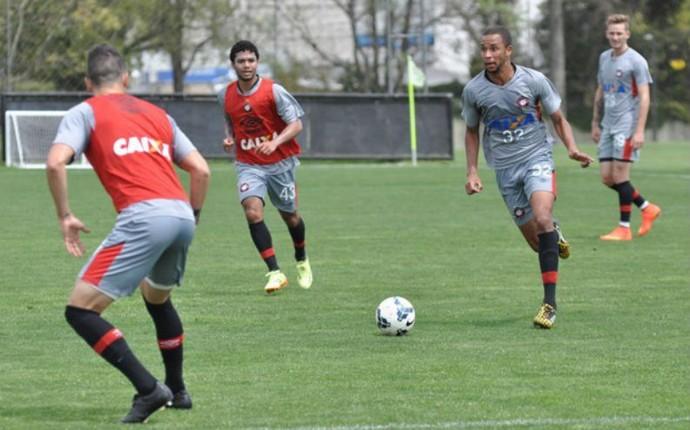 Atlético-PR treina no CT do Caju (Foto: Maurício Mano/ Site oficial Atlético-PR)