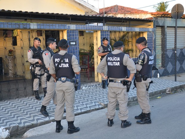 Equipes da Polícia Militar identificaram os suspeitos de matar policial em João Pessoa  (Foto: Walter Paparazzo/G1)
