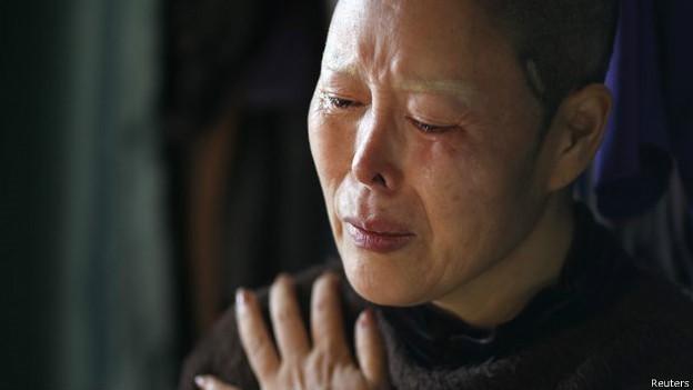 Kim Bok-Soon foi 'convencida' a gastar mais de R$ 73 mil por 15 cirurgias em seu rosto  (Foto: BBC)
