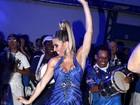 Andrea de Andrade exibe pernas saradas durante ensaio para carnaval