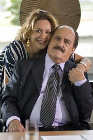 Léa (Maria Zilda Bethlen) e Jacques (Ary Fontoura) em Caras e Bocas (Foto: Bob Paulino/Globo)