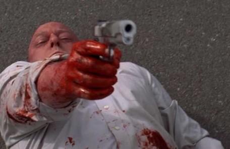 3ª temporada/7º episódio. 'One minute'. Hank vira o jogo numa tentativa de assassinato Reprodução da internet
