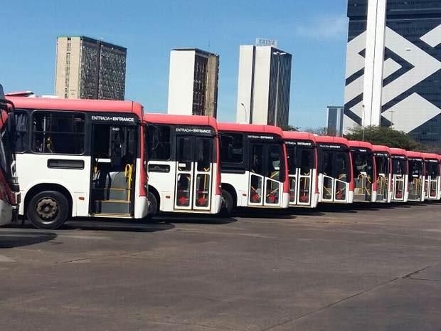Ônibus parados na rodoviária do Plano Piloto, em Brasília, durante paralisação dos rodoviários nesta quarta (Foto: Isabella Calzolari/G1)