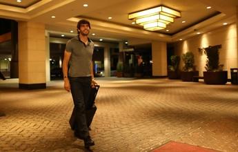 Kaká chega a Denver e se apresenta à Seleção para enfrentar o Panamá