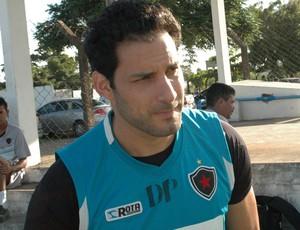 Frontini, atacante do Botafogo-PB (Foto: Lucas Barros / GloboEsporte.com/pb)