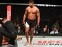 Overeem faz luta segura e vence Hunt com nocaute espetacular no UFC 209