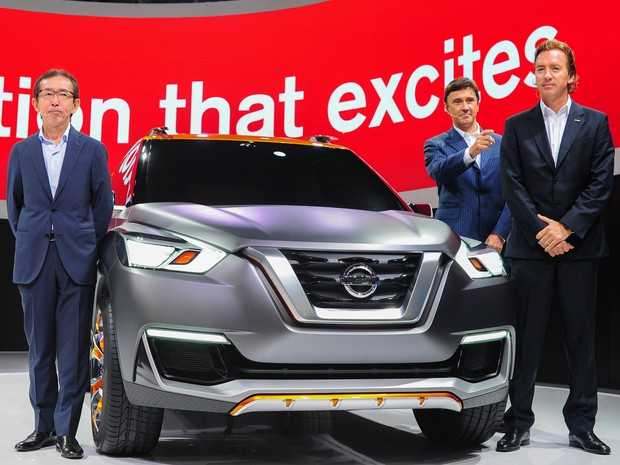 Executivos apresentam o Nissan Kicks no Salão do Automóvel de São Paulo  (Foto: Alan Morici/G1)