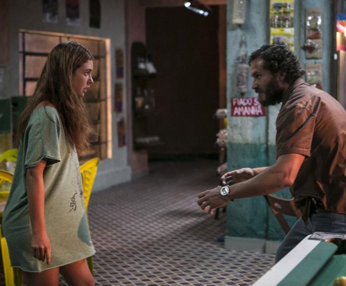 Eliza discute com Dino (Foto: Inácio Moraes/ Gshow)
