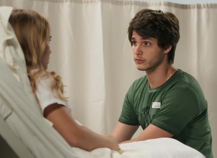 Lucas procura Martinha e diz que vai assumir o bebê: 'Fui covarde'