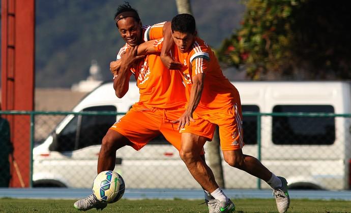 Ronaldinho e Magno Alves no treino do Fluminense na Urca (Foto: Nelson Perez / Fluminense)