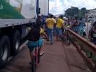 Transportadores de alimentos sofrem com saques e bloqueios de cargas