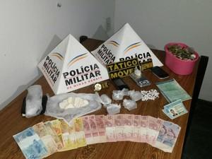 Material foi apreendido com os três suspeitos (Foto: Polícia Militar/Divulgação)