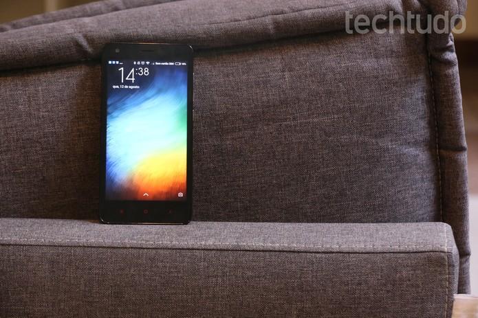 A tela do Redmi 2 tem resolução HD, com 1280 x 720 pixels (Foto: Luana Marfim/TechTudo)