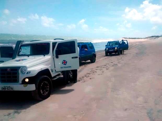 Vinte e dois motoristas são autuados em operação da PM no litoral Norte (Foto: Styvenson Valentim/G1)