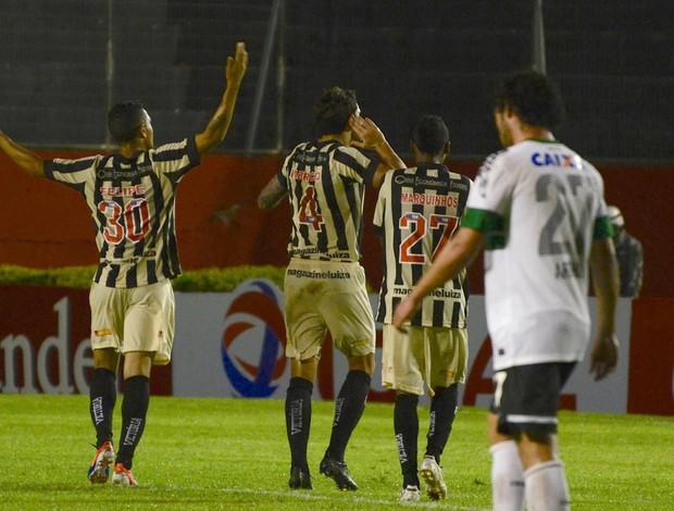 Fabricio gol Vitória (Foto: Erik Salles / Ag. Estado)