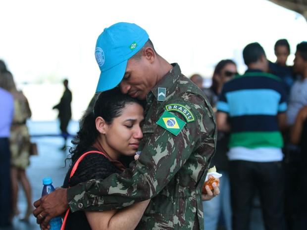 Despedida dos militares que vão para o Haiti (Foto: Marlon Costa/Pernambuco Press)