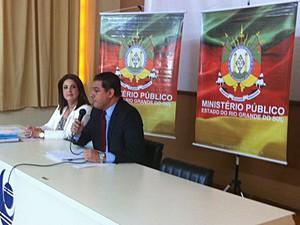 Promotores do MP de Três Passos concedem entrevista (Foto: Estêvão Pires/G1)