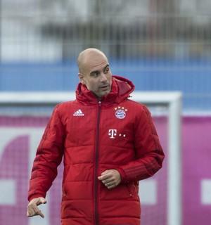 Guardiola treino Bayern (Foto: EFE)