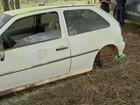 Carro é encontrado sem rodas, tapete, bateria e lataria amassada em MS