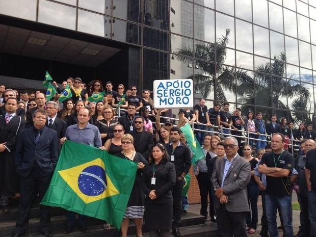 Servidores se uniram aos magistrados de Rondônia em  manifesto em apoio ao juiz Sérgio Moro, em Porto Velho, RO, na manhã desta quinta-feira (17). (Foto: Ísis Capistrano/G1)