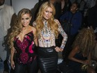 Loiras poderosas: Carmen Electra e Paris Hilton vão a desfile