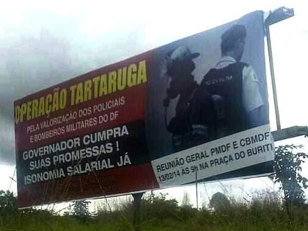 Outdoor sobre operação tartaruga instalado por militares do DF  (Foto: Eliomar Rodrigues/Divulgação)