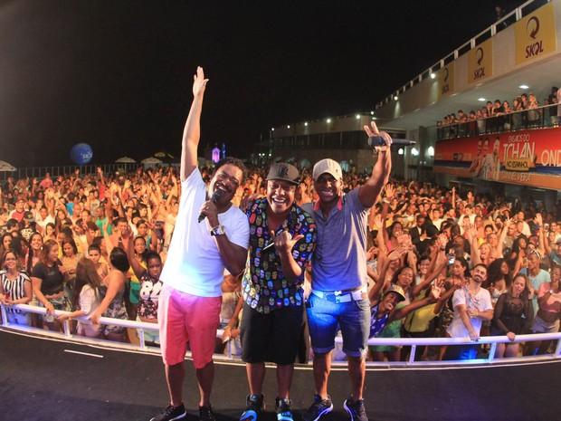 Compadre Washington e Beto Jamaica com Márcio Victor em show em Salvador, na Bahia (Foto: Sércio Freitas/ Ag. Sércio Freitas/ Divulgação)