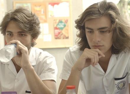 Bafão se espalha pelo colégio: Ciça está grávida de Rodrigo