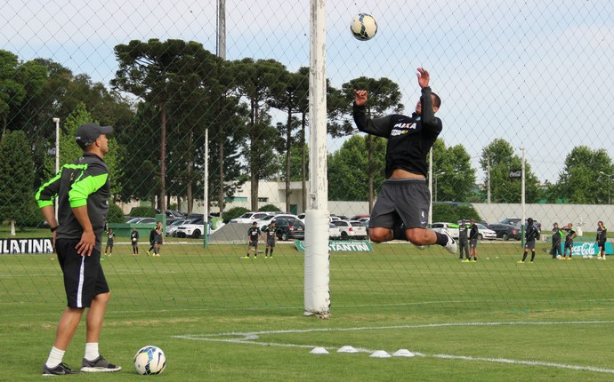Welinton treino específico Coritiba (Foto: Divulgação Coritiba)