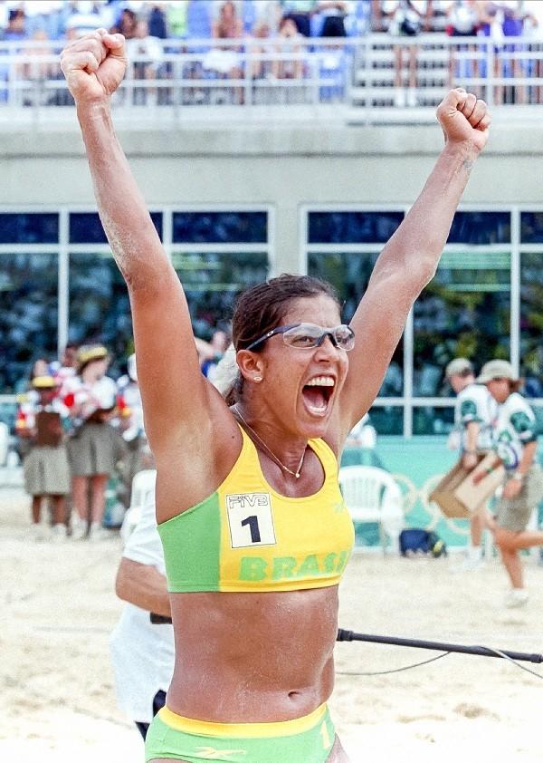 Jackie em ação em Atlanta; jogadora é um ícone do vôlei de praia (Foto: Reprodução)