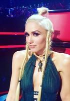 Gwen Stefani usa look decotado em programa de TV