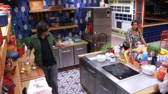 Ilmar dá dicas para Vivian cozinhar língua para o Tá com Nada