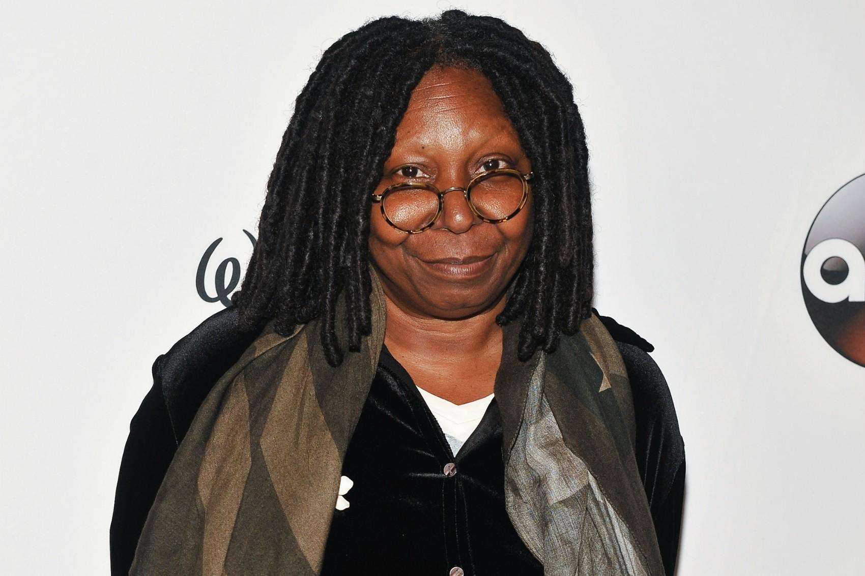 """Whoopi Goldberg admitiu haver traído """"cinco ou seis vezes"""" um de seus três ex-maridos. (Foto: Getty Images)"""