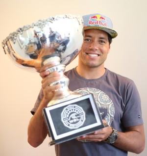 Adriano de Souza Mineirinho Pipeline surfe (Foto: Marcio Fernandes/Estadão)