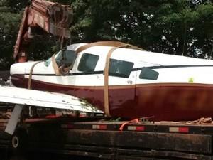 Um dos aviões apreendidos ao longo das investigações tinha sido alvejado quando tentava retornar ao Paraguai com mercadorias contrabandeadas (Foto: Wilson Del Passo/ RPC)