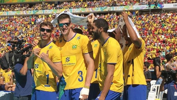 Jogadores se protegem contra o sol em Brasília (Foto: Reprodução/Instagram)