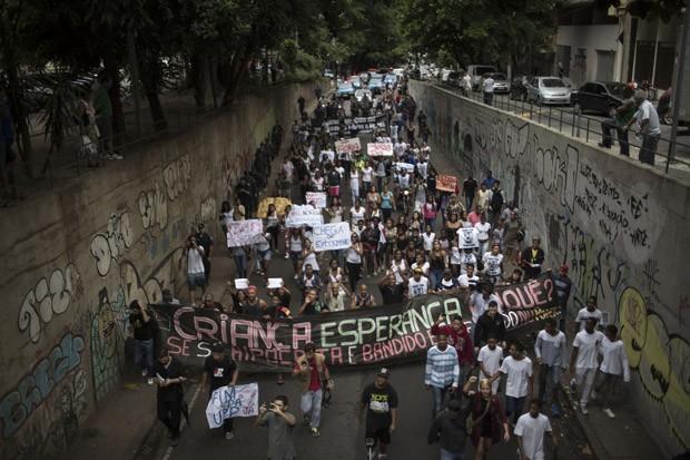 Protesto tomou ruas do Rio de Janeiro em passeata (Foto: Felipe Dana/AP)