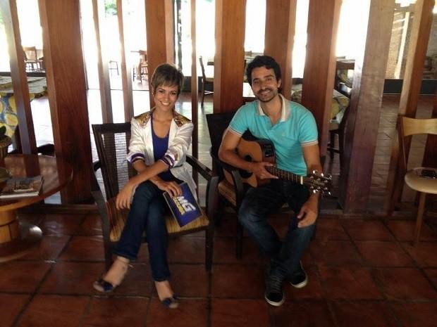 Suzana Siega conversa nesta sexta-feira com o cantor Beto Durães (Foto: Alexandre Nobre/Inter TV)