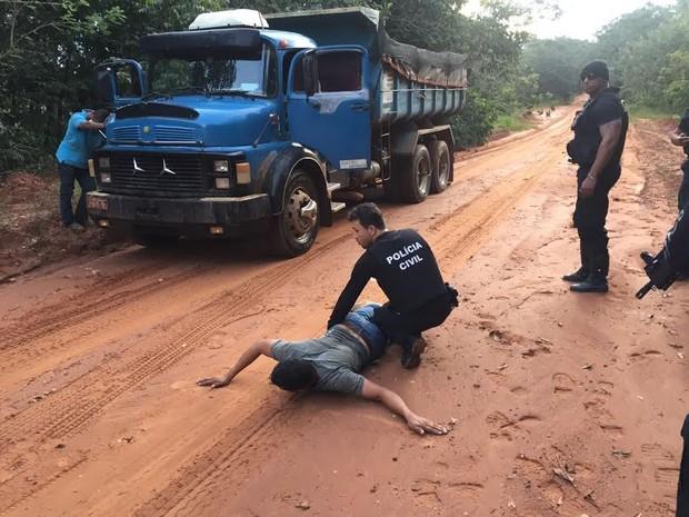 Policiais recuperaram 50 toneladas de soja furtadas de trem (Foto: Assessoria/Polícia Civil de MT)