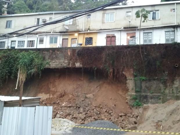 Construção sem autorização da Defesa Civil deslizou na madrugada desta terça-feira (20) (Foto: Defesa Civil)