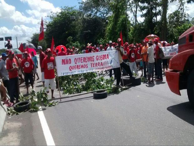 Prostesto do MST em Itaporanga (Foto: José Edivaldo Fonseca Moares/VC na TV Sergipe)