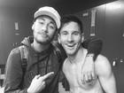 Neymar posta foto com Messi e diz: 'Com o melhor do mundo'