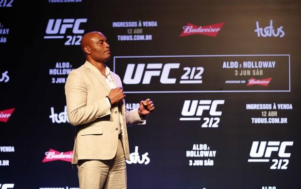 BLOG: Vídeo: sem adversário no UFC Rio 8, Anderson Silva encara... o vento