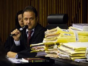 8/5/2013 - Promotor Marcos Mousinho fala durante o depoimento de Anna Marcolino (Foto: Jonathan Lins/G1)